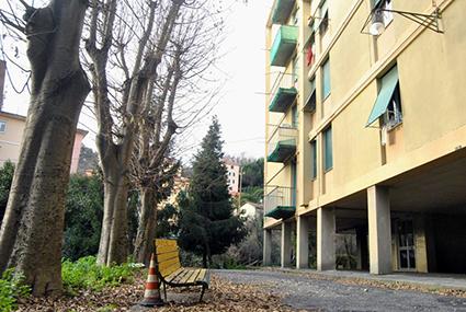 Gli elettrodomestici per completare l'arredamento di due appartamenti del Comune di Genova destinati a famiglie di sfrattati