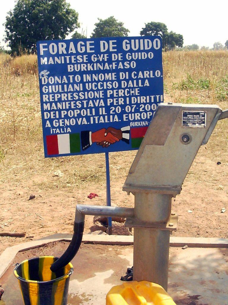 La costruzione di un pozzo con pompa manuale e mulino per cereali per il villaggio di Guido, dipartimento di Reo, in Burkina Faso