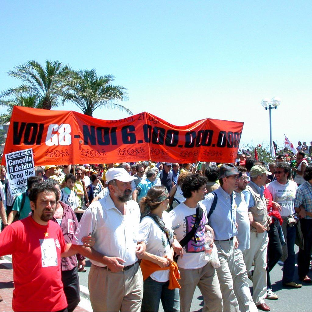 La speranza di un mondo più giusto, la 'macelleria messicana', la sospensione della democrazia: il G8 di Genova spiegato a chi ha oggi 20 anni
